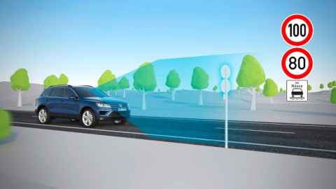 volkswagen-dynamic-road-sign-display